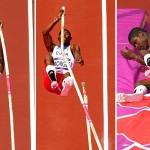 Atletit i thyhet shkopi gjate kercimit (VIDEO)
